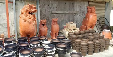 名幸花鉢工場【やちむんの配達と製造補助スタッフ】の求人募集画像